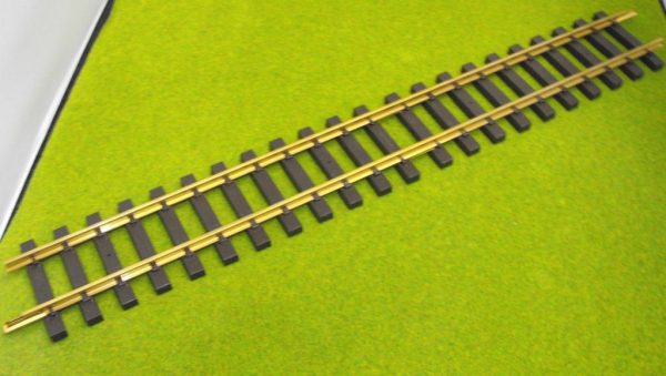 A11070 Aristocraft Straight Track 36 inch, priced each. For picture see a11000. Size: G -1319