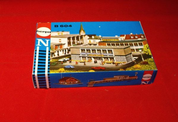 B604 Banks. Herpa Plastic Building Kit Size: N -0