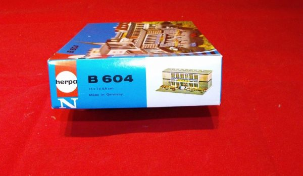 B604 Banks. Herpa Plastic Building Kit Size: N -1834
