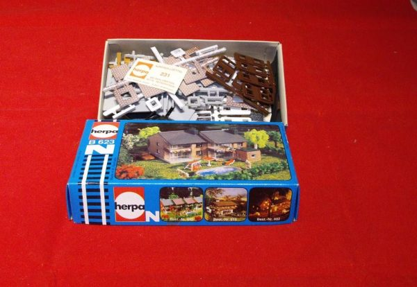 B623 2 Houses. Herpa Plastic Building Kit Size: N gauge-0