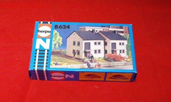 B624 Modern Terraced Houses. Herpa Plastic Building Kit Size: N gauge-0