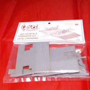 C015 Dapol Level Crossing '00' Plastic Kit,-0