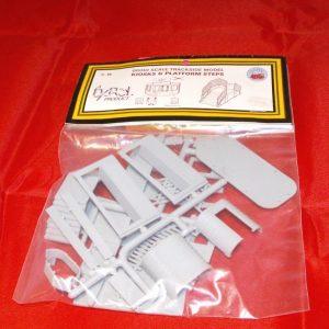 C018 Dapol Kiosk and Steps, Plastic Kit-0