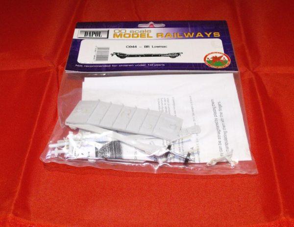 C044 Lowmac wagon Kit. Dapol Plastic Kit. Size: OO -0