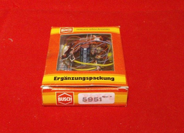D5951 Busch flashing lights - electronic for level crossings, continental open crossing. Size: N gauge-0