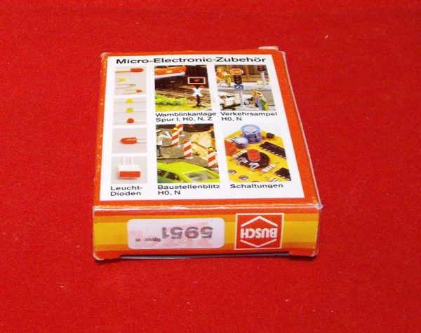 D5951 Busch flashing lights - electronic for level crossings, continental open crossing. Size: N gauge-1832