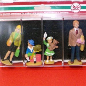 L51400 LGB pack of Family Figures qty 4. Size: G -0