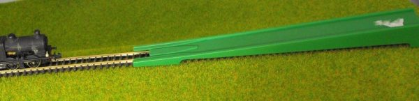 T66529 Minitrix Loco Slide (Plastic Re-Railer) Green plastic. Size: N -0