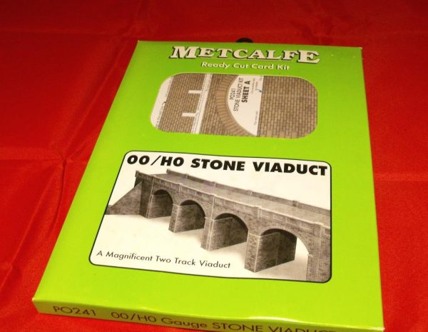 P0241 Double Track Stone Viaduct - Metcalfe Premium Ready-Cut Card Kit. Size: OO -0