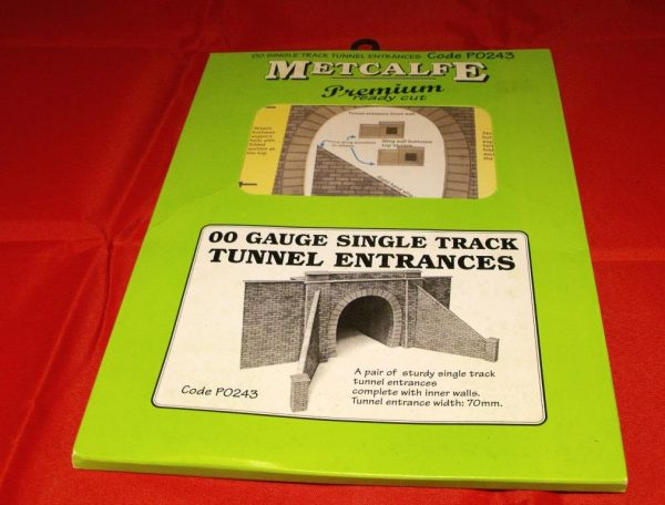 P0243 Single Track Tunnel Entrance - Metcalfe Premium Ready-Cut Card Kit. Size: OO -0