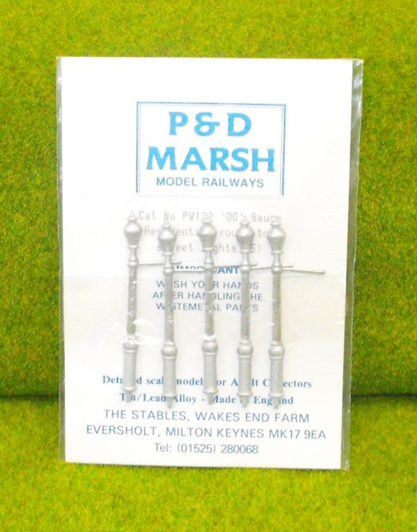 PW133 Residential Round Top Street Lights (5). P & D Marsh White Metal Kit, Kit level 1. Size: OO -0