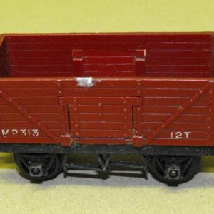 R112/17 Triang 7 Plank Wagon. Size: OO | This is a second-hand item.-0