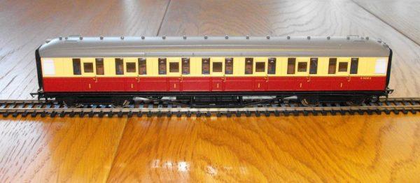 R4179 Hornby Coach, BR Corridor 1st E11015E . Size: OO -0