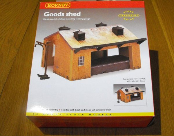 R8002 Hornby Goods Shed. Size: OO -1415