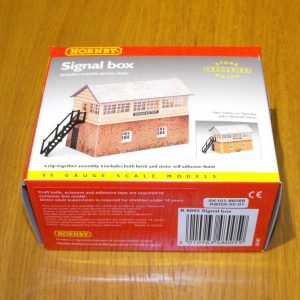 R8005 Hornby Signal Box. Size: OO -0
