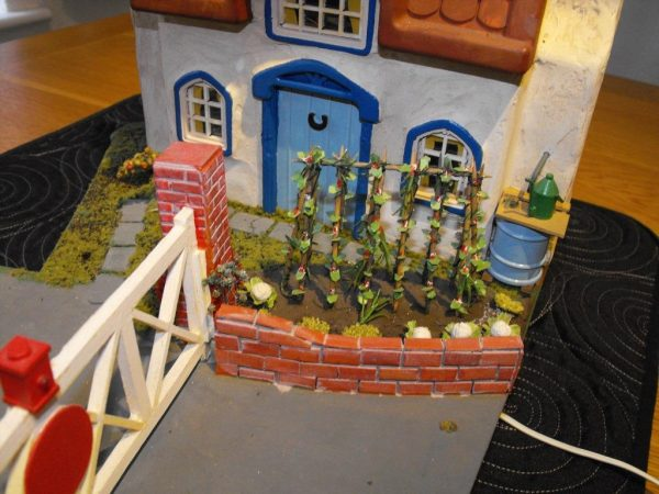 Our code SHLCGKC Gate Keeper's Cottage for Level Crossing. Small Cottage / level-crossing diorama scene mounted on a base -1376
