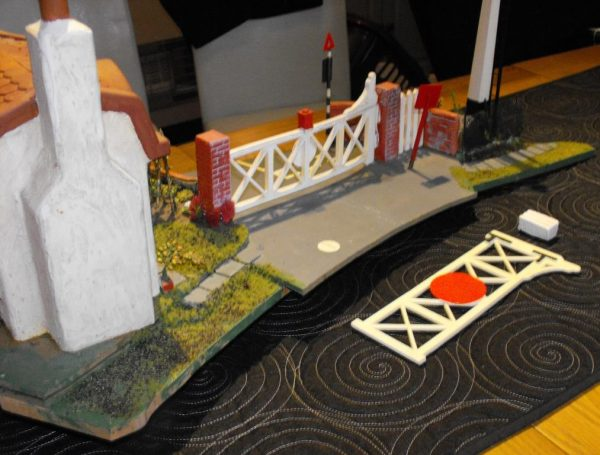 Our code SHLCGKC Gate Keeper's Cottage for Level Crossing. Small Cottage / level-crossing diorama scene mounted on a base -1373
