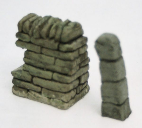 "SW8 Shirecraft End Wall Set, consisting of set of 2 x 1.75 inches long sections, plus 2 x Stone Gate Pillars of 1/2"" square each. G scale etc.-618"