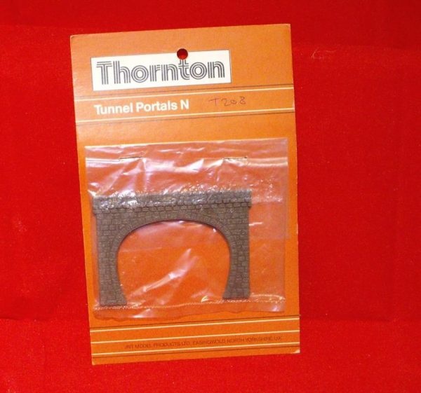 T208 Thornton Tunnel Portals Double Track Stone. Size: N -0