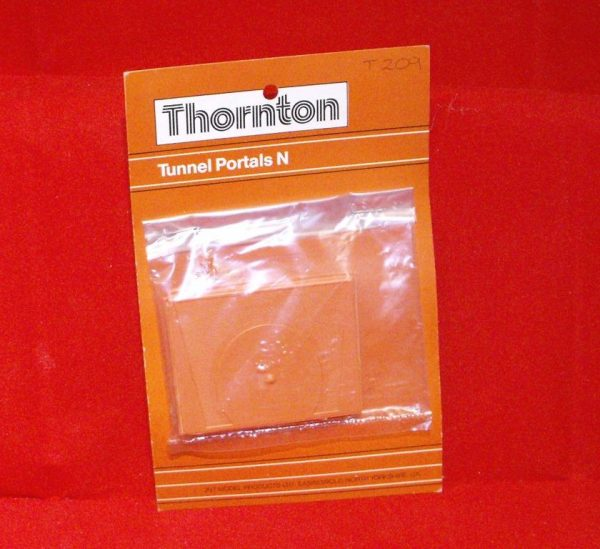 T209 Tunnel Portals, Pair. Thornton Plastic Size: N -0