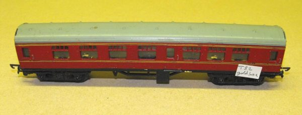 T82 Triang TT Coach, corridor, Midland maroon. Size: TT | This is a second-hand item.-0