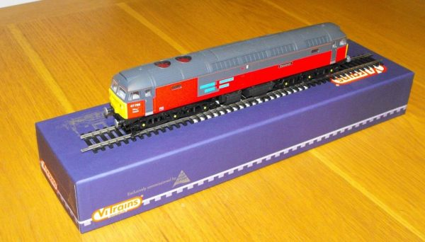 V2039 ViTrain Class 47,768 'Resonant' red side grey roof. Size: OO -1422