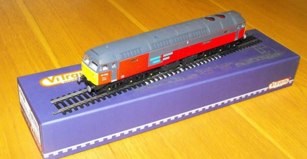 V2039 ViTrain Class 47,768 'Resonant' red side grey roof. Size: OO -0