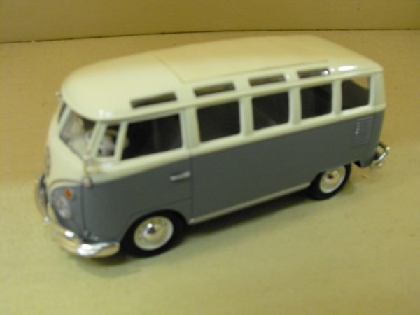 SHVWMinibus Maisto diecast Volkswagen Van, 1:25 scale, grey, white windows and roof. -0