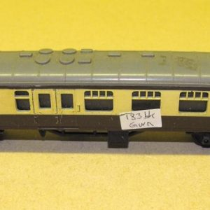 T83GWR brown/cream GWR Brake Coach, chocolate/cream. Triang TT table-top 2nd hand. Size: TT | This is a second-hand item.-0