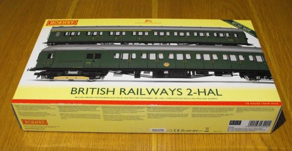 R3290 Hornby BR 2-HAL 2 car multiple unit '2639' train pack. 1 x Driving Motor Brake S10757S, 1 x Composite EMU 'S12224S SR green, Size: OO gauge-0