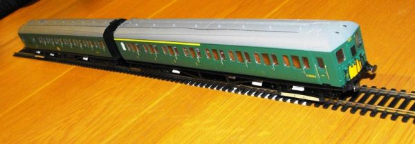 R3290 Hornby BR 2-HAL 2 car multiple unit '2639' train pack. 1 x Driving Motor Brake S10757S, 1 x Composite EMU 'S12224S SR green, Size: OO gauge-1466