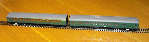 R3290 Hornby BR 2-HAL 2 car multiple unit '2639' train pack. 1 x Driving Motor Brake S10757S, 1 x Composite EMU 'S12224S SR green, Size: OO gauge-1464