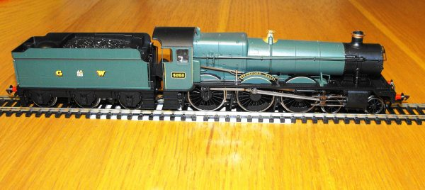 R3220 Hornby Tyseley Connection 'Pitchford Hall' Train Pack, Hall Class Loco and 3 coaches train pack NEW Boxed OO Gauge-1495