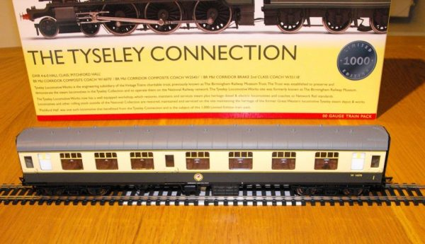 R3220 Hornby Tyseley Connection 'Pitchford Hall' Train Pack, Hall Class Loco and 3 coaches train pack NEW Boxed OO Gauge-1491