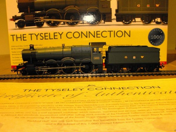 R3220 Hornby Tyseley Connection 'Pitchford Hall' Train Pack, Hall Class Loco and 3 coaches train pack NEW Boxed OO Gauge-1493