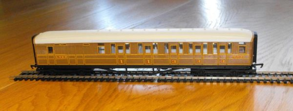 Hornby R4333 LNER Teak Brake Car NEW OO boxed-0