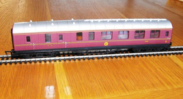 Hornby R4389 LMS Brake Coach NEW OO boxed-0