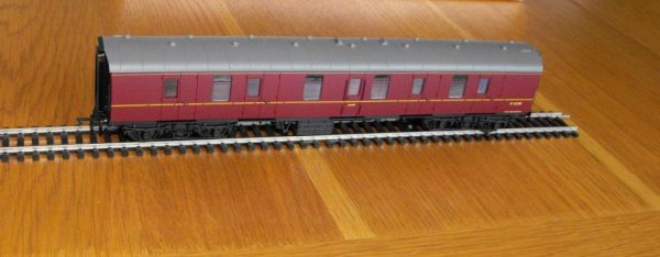 Hornby BR Maroon Mk1 Parcels Coach R4625 -1579