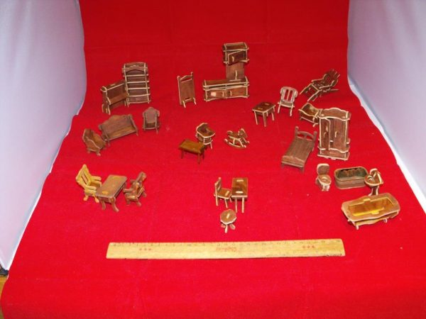 1:24 Dolls House Furniture made-up Kit 26 pieces. 1:24 scale Size: 1:24 | This is a second-hand item.-0