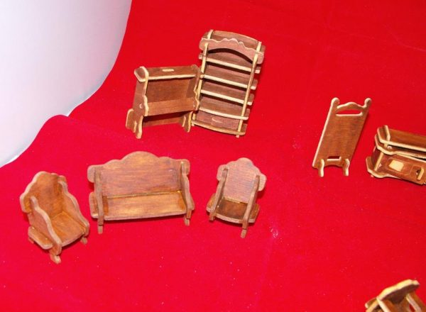 1:24 Dolls House Furniture made-up Kit 26 pieces. 1:24 scale Size: 1:24 | This is a second-hand item.-1802