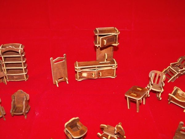 1:24 Dolls House Furniture made-up Kit 26 pieces. 1:24 scale Size: 1:24 | This is a second-hand item.-1803