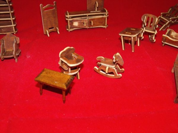 1:24 Dolls House Furniture made-up Kit 26 pieces. 1:24 scale Size: 1:24 | This is a second-hand item.-1800