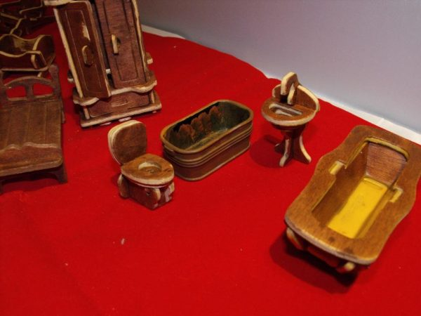 1:24 Dolls House Furniture made-up Kit 26 pieces. 1:24 scale Size: 1:24 | This is a second-hand item.-1801