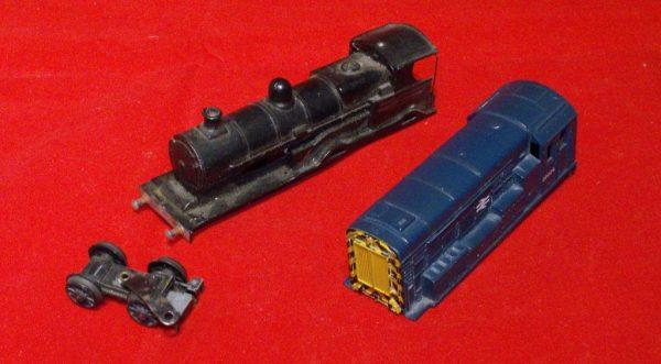 2 Loco Bodies, 08 blue 0-6-0 diesel & 4-4-0 steam loco OO Used item poor condition-0