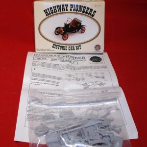 HP105 plastic kit Ford Model T self assembly kit, needs paint & glue to complete. -0